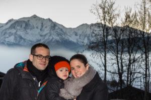 photo famille à Cordon face au Mont Blanc