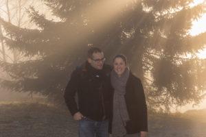 séance engagement, photo couple au lever du soleil à Cordon