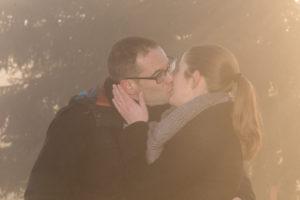 photo couple amoureux au lever du soleil à Cordon